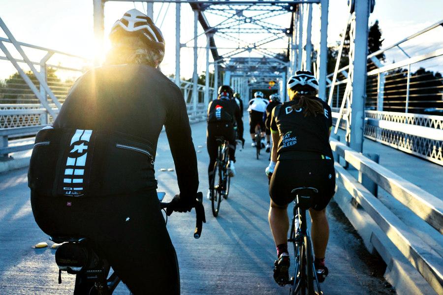 ciclistas en bicicleta