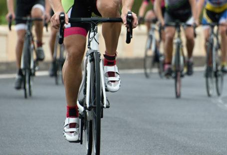 ciclistas entrenando